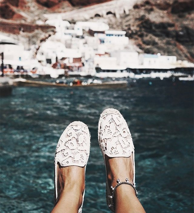9-things-every-fashion-blogger-brings-on-vacation-1859274-1470347998.640x0c_0250640953