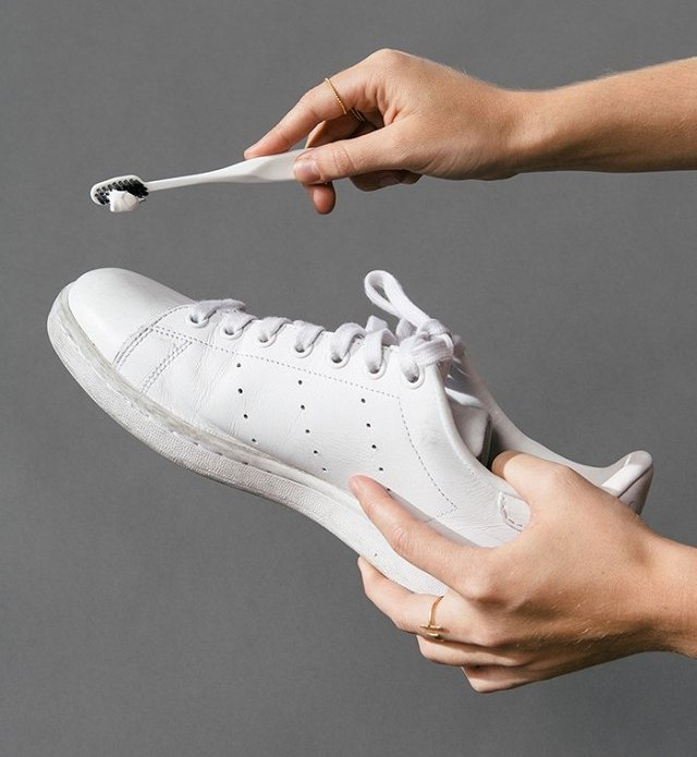 this-diy-sneaker-cleaner-works-crazy-welland-we-have-the-pics-to-prove-it-1862261-1470693350.640x0c_0109640804