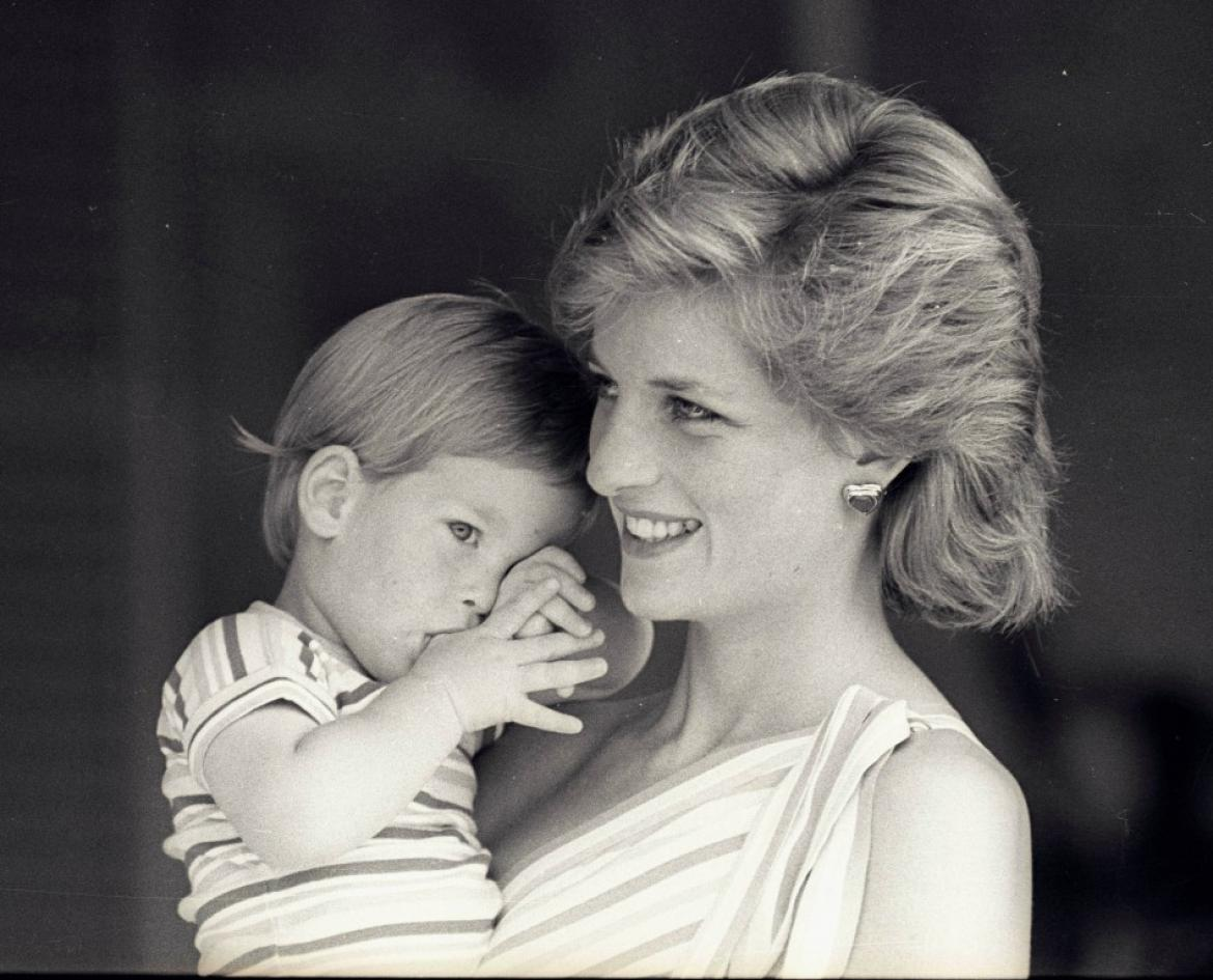 121811-princess-diana-s-50th-birthday-unique-images-of-a-diva