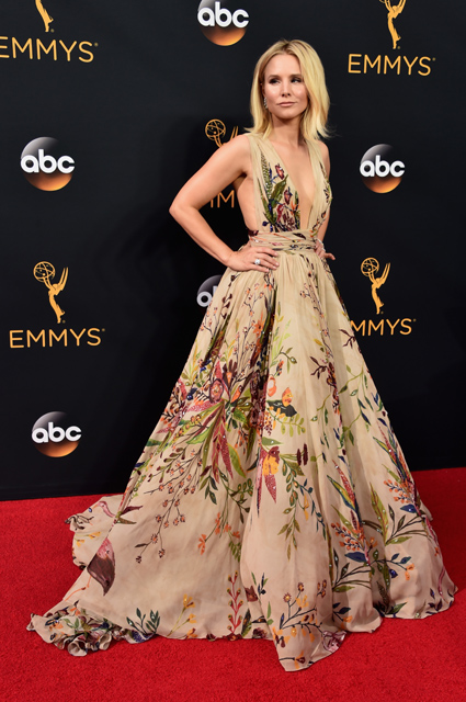 LOS ANGELES, CA - SEPTEMBER 18: Actress Kristen Bell attends the 68th Annual Primetime Emmy Awards at Microsoft Theater on September 18, 2016 in Los Angeles, California. (Photo by Alberto E. Rodriguez/Getty Images)