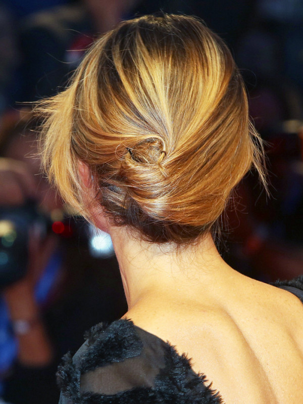 3-fascinating-ways-to-french-twist-your-hair-in-under-1-minute-1944308-1476897969600x0c