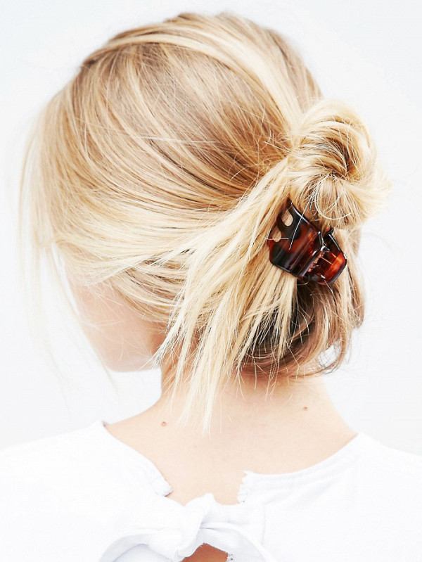 3-fascinating-ways-to-french-twist-your-hair-in-under-1-minute-1944311-1476897970600x0c