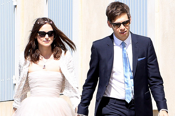 USA-AUS ONLY Keira Knightley and James Righton arriving at the Mazan Town for their wedding at French provencal village of Mazan for a small romantic ceremony saturday Spread/X17online.com