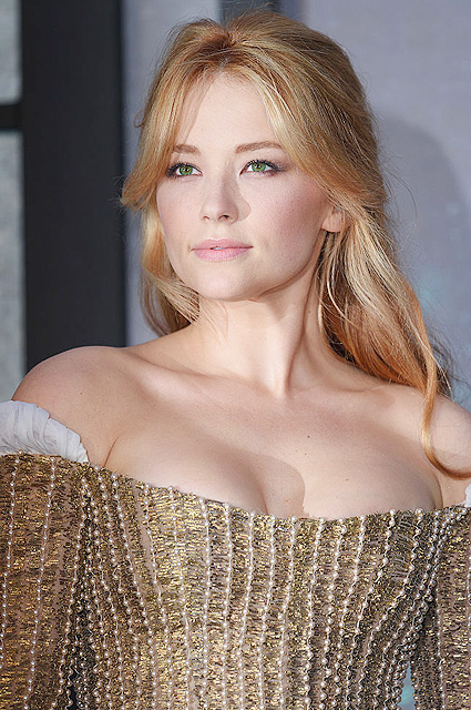 """LONDON, ENGLAND - SEPTEMBER 20: Haley Bennett attends """"The Girl On The Train"""" World Premiere at Odeon Leicester Square on September 20, 2016 in London, England. (Photo by Karwai Tang/WireImage)"""